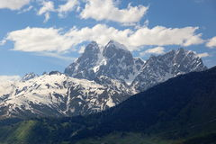 Vista a Mt. Ushba. Svaneti superior. Georgia. Imagenes de archivo