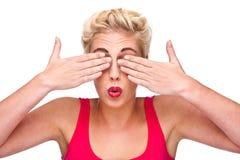 Vista - mujer que cubre sus ojos Imagen de archivo