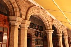 Vista muy bonita del patio con una galería de la pintura en el palacio de Bangalore fotografía de archivo libre de regalías