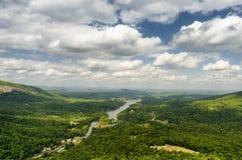 Vista na atração do lago em North Carolina da rocha da chaminé Imagem de Stock Royalty Free