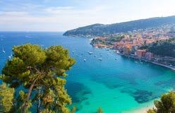 Vista na baía luxuosa no azur do ` da costa d em França sul Imagem de Stock Royalty Free