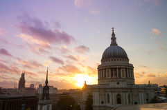 Vista na catedral de St Paul no por do sol Imagem de Stock Royalty Free