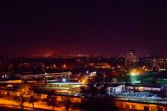 Vista na cidade da meia-noite Kremenchug, Ucrânia fotografia de stock royalty free
