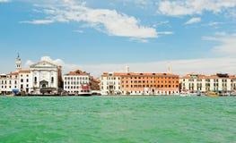 Vista na cidade de Veneza com o Pieta do della de Ospedale Foto de Stock
