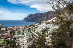 Vista na cidade do Los Gigantes em Tenerife na Espanha Foto de Stock Royalty Free