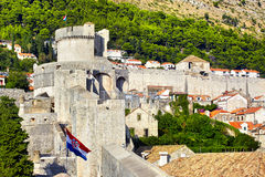 Vista na cidade velha de Dubrovnik da parede da fortificação Fotos de Stock Royalty Free