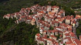 Vista na cidade velha de Rivello em Itália filme