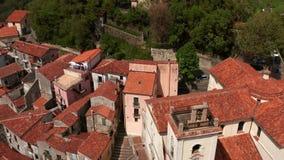 Vista na cidade velha de Rivello em Itália video estoque