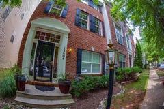 Vista na fachada de casas americanas típicas, Maryland, EUA imagem de stock royalty free