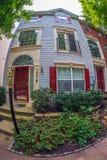 Vista na fachada de casas americanas típicas, Maryland, EUA fotografia de stock