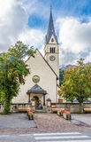 Vista na igreja da vila de Arabba em dolomites de Itália Imagem de Stock