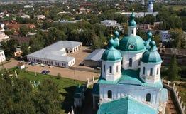 Vista na igreja ortodoxa imagens de stock