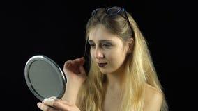 Vista na menina loura do espelho filme