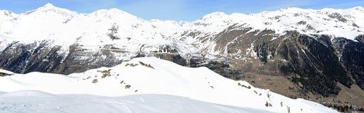 Vista na montagem Gotthard sobre Airolo Foto de Stock