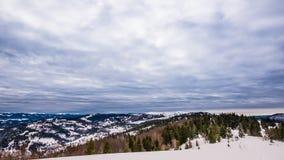 Vista na montanha do inverno do pôr do sol, timelapse filme