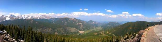 A vista na montanha rochosa Imagem de Stock