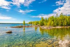 A vista na natureza de Bruce Peninsula National Park perto dos úmidos aponta, Tobermory - Canadá fotografia de stock royalty free