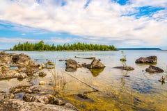 A vista na natureza de Bruce Peninsula National Park perto dos úmidos aponta, Tobermory - Canadá imagens de stock royalty free