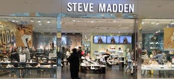 Vista na parte dianteira da loja de Steve Madden fotografia de stock royalty free