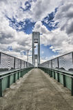 Vista na ponte com o céu muito nebuloso Foto de Stock Royalty Free