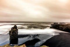 Vista na praia de Kirkjufjara, Islândia Foto de Stock Royalty Free