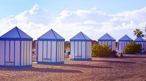 Vista na praia do EL Duque com as casas de praia em Costa Adeje, Tenerife, Ilhas Canárias, Espanha imagens de stock