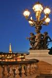 Vista na torre Eiffel de Alexander a ponte III. Foto de Stock Royalty Free