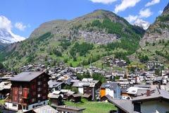 Vista na vila alpina Zermatt, Switzerland Foto de Stock Royalty Free