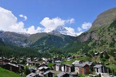 Vista na vila alpina Zermatt, Switzerland Imagem de Stock