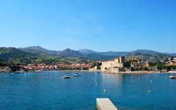 Vista na vila mediterrânea de Collioure, France Imagem de Stock Royalty Free