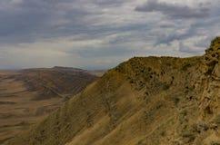Vista nas inclina??es do semi-deserto e do estepe da montanha de Gareja, pr?ximo a David Gareja Monastery fotos de stock