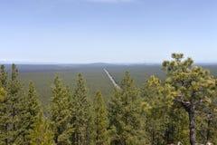 Vista nebulosa de la ruta 97 del norte de Lava Butte O Imágenes de archivo libres de regalías