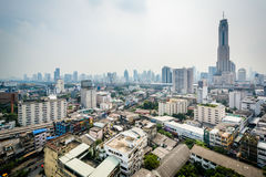 Vista nebulosa del distrito de Ratchathewi, en Bangkok, Tailandia Foto de archivo