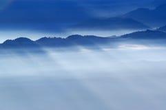 Vista nevoenta das montanhas Imagem de Stock Royalty Free