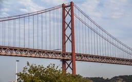 Vista no abril de Ponte de 25 em Lisboa Fotografia de Stock