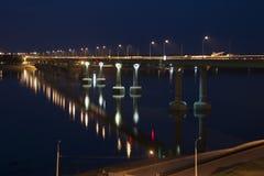 A ponte através do Rio Volga em Volgograd Fotografia de Stock