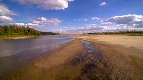 Vista no beira-rio selvagem de Vistula em Jozefow perto de Varsóvia no Polônia imagens de stock royalty free