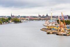 Vista no console de Tivoli Grona Lund e de Beckholmen imagens de stock royalty free