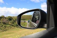 Vista no espelho de carro Imagens de Stock