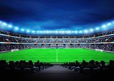 Vista no estádio de futebol moderno com os fãs nos suportes Imagens de Stock
