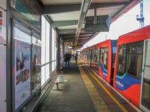 Vista no estação de caminhos-de-ferro em Canary Wharf imagens de stock