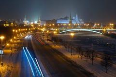 Vista no Kremlin de Moscou da ponte patriarcal Fotografia de Stock Royalty Free
