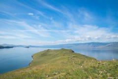 Vista no Lago Baikal da ilha de Ogoy imagens de stock