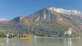 Vista no lago de Annecy, França video estoque