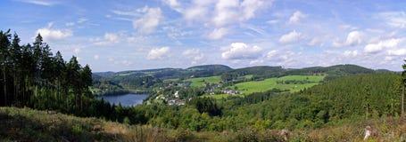 Vista no lago do Aggertalsperre Foto de Stock Royalty Free