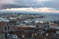 Vista no lago geneva da torre imagens de stock royalty free