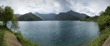 Vista no lago Ledro Imagens de Stock Royalty Free