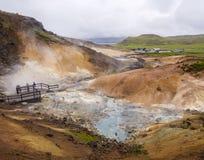 Vista no landsc térmico colorido de Krysuvik Hot Springs da área de Seltun foto de stock royalty free