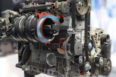 A vista no lugar de funcionamento verde com equipamento e nas ferramentas para o carro transporta a manutenção diagnóstica da cal fotografia de stock royalty free