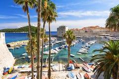 Vista no mar de adriático e no Dubrovnik em Dalmácia, Croácia Imagem de Stock Royalty Free